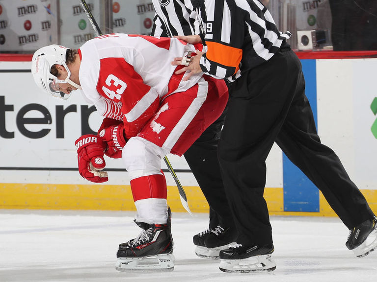 Red Wings' Helm out 6-8 weeks with shoulder injury