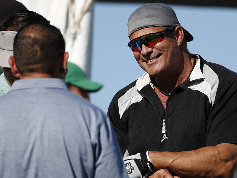 Jose Canseco volunteers to be Trump's chief of staff