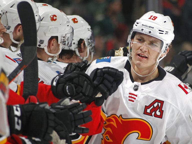 Flames hand Ducks 1st home loss of season