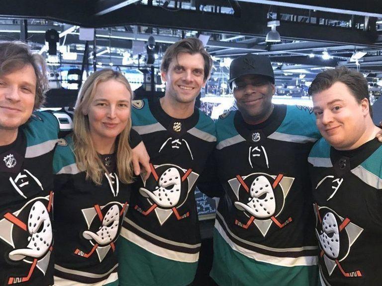 'Mighty Ducks' cast reunites at Ducks-Islanders game