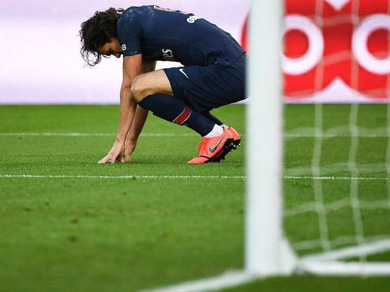 Cavani confirmed out of Manchester United showdown