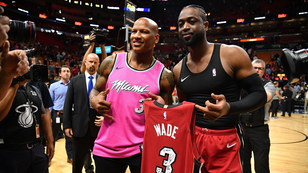 size 40 f6592 005e9 Shazier gets wish of swapping jerseys with Dwyane Wade ...