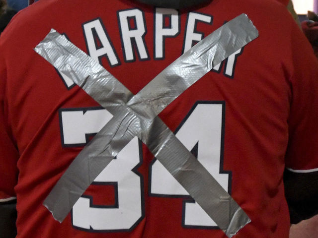 the best attitude 233cf 5b994 Nationals fans taunt Harper with boos, T-shirts, signs in ...