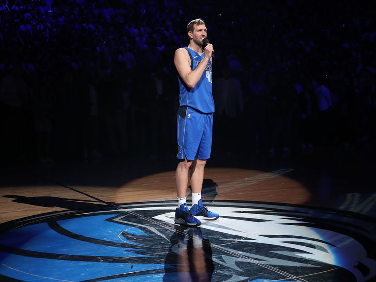 Nowitzki announces retirement during postgame ceremony