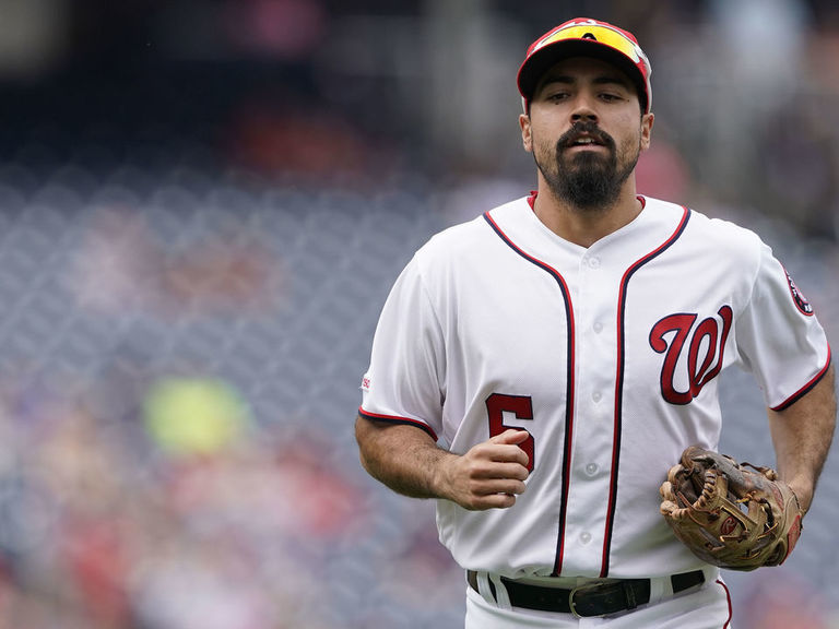 Nationals' Rendon lifted after getting hit on elbow by pitch