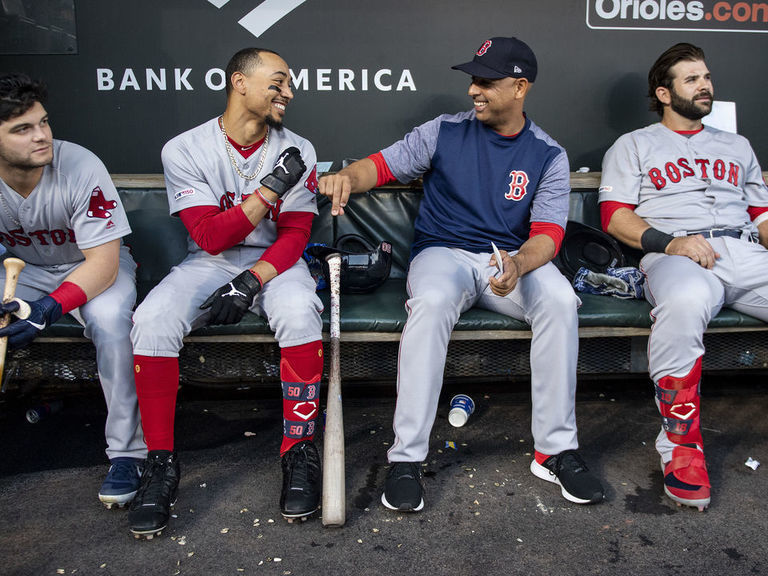 Cora refutes rumors of divide in Red Sox clubhouse