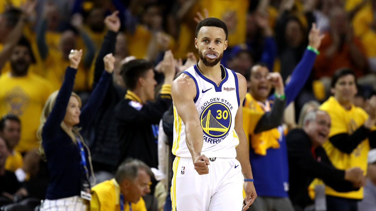 b3ea5c6b4aba Durant-less Warriors ride Curry s hot hand to Game 1 victory ...