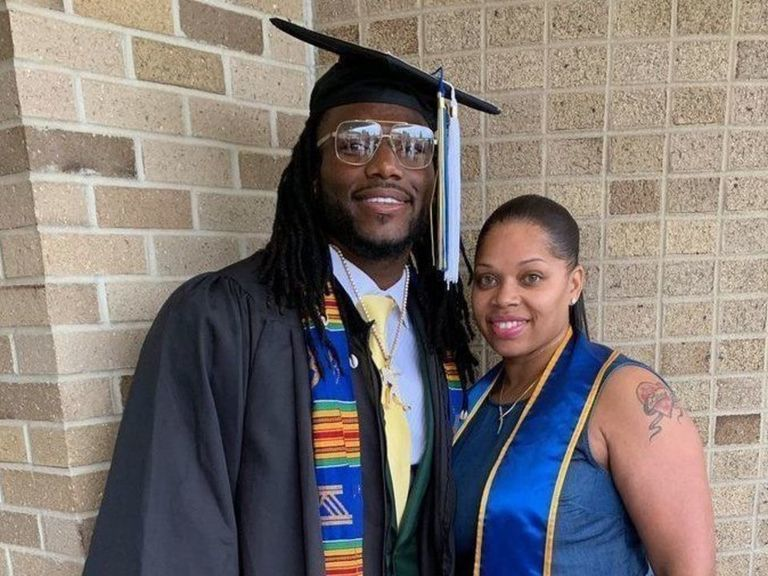 Cowboys' Smith fulfills promise to mom by graduating from Notre Dame
