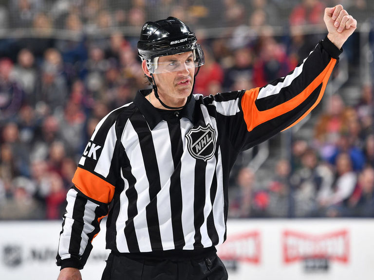 Referee McCauley leaves Game 6 with hamstring injury