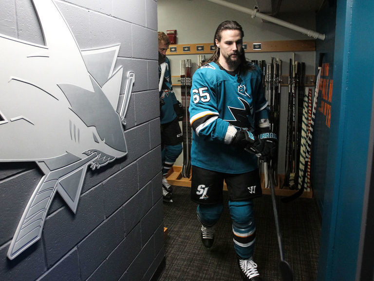 Karlsson thanks Sharks organization, fans with free agency looming