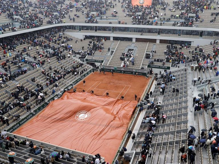 Djokovic-Thiem semifinal match delayed by rain again