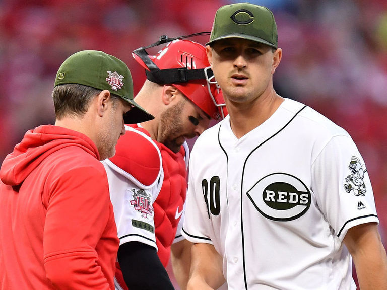Reds' Bell, Mahle clear air after pitcher complains about being pulled