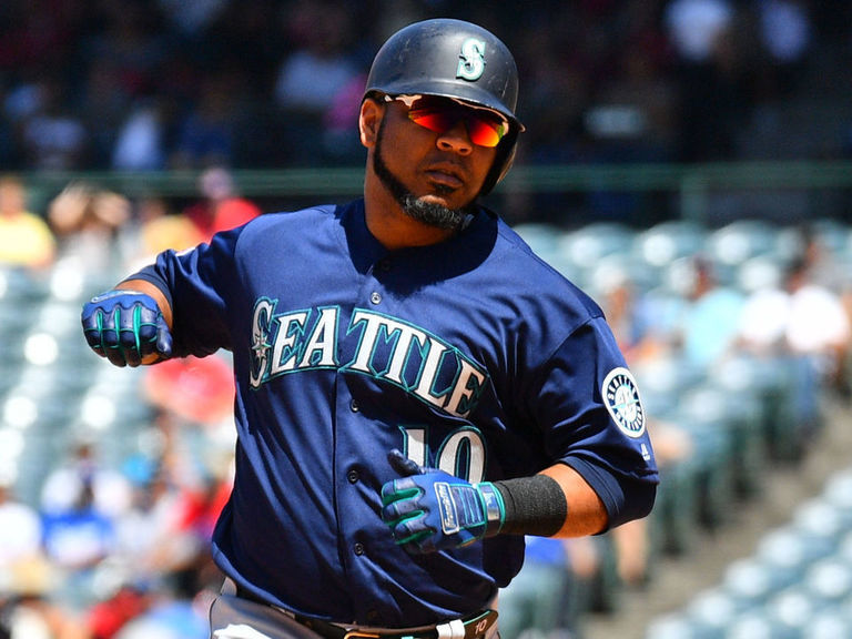 Yankees land Encarnacion from Mariners for pitching prospect