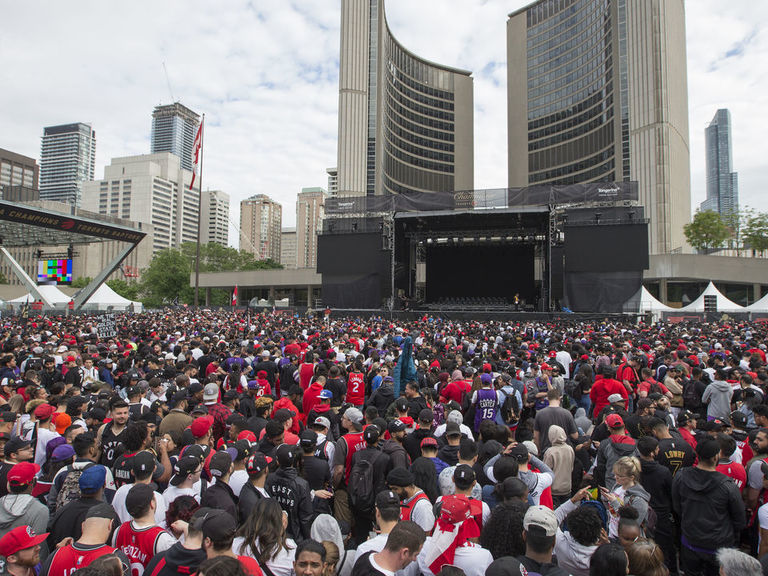 2 people seriously injured after shooting at packed Raptors parade