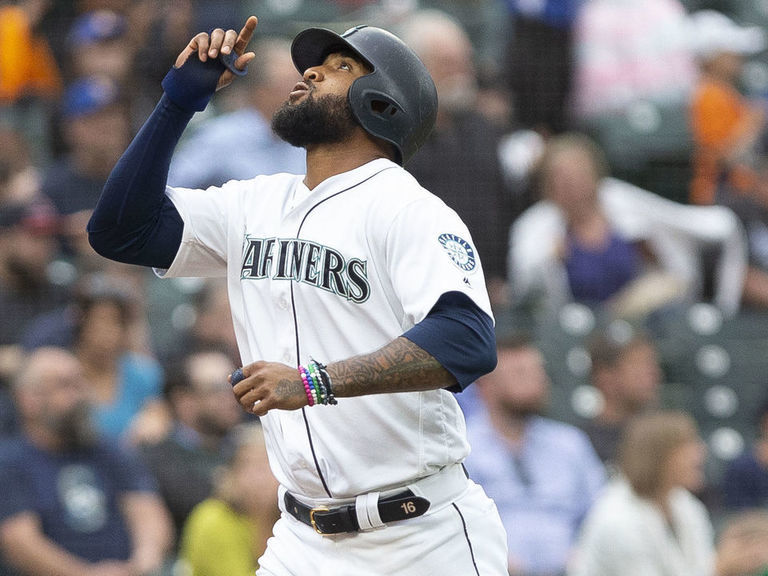 Indians, Domingo Santana agree to deal