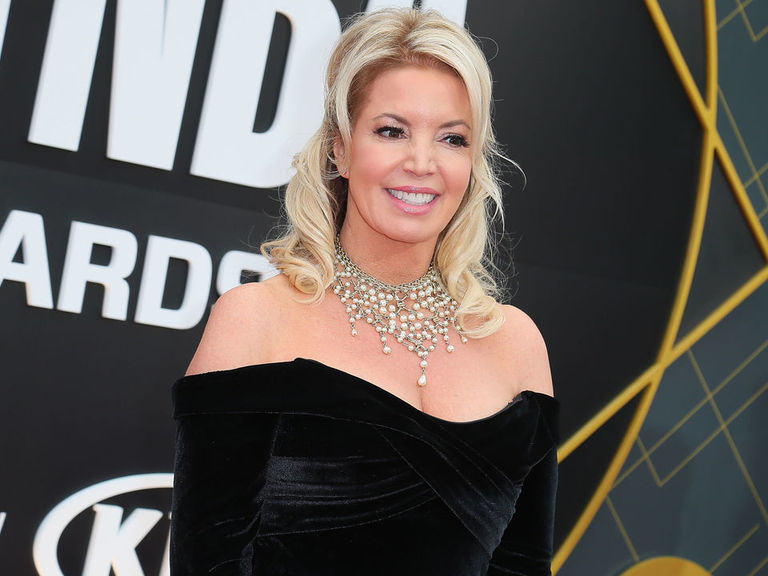 Buss admits being caught 'off guard' by Magic's resignation