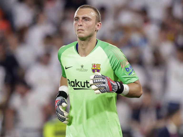 Valencia strike €35M deal for Barcelona sub Cillessen
