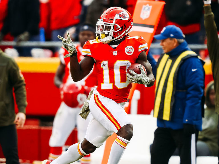 Tyreek Hill chimes in on fastest NFL player debate