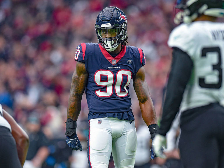 Clowney is only unsigned franchise-tagged player as deadline passes