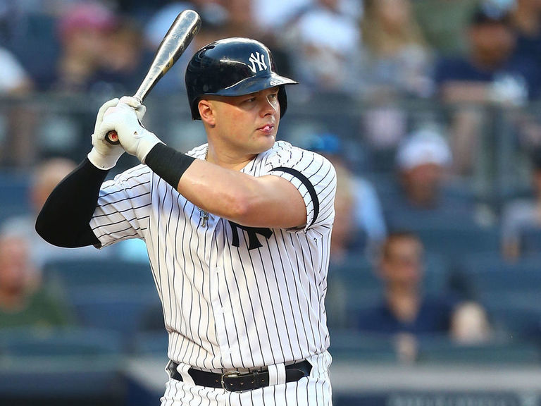 Yankees' Voit takes fastball to face, exits game after scoring