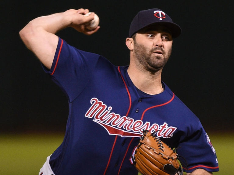 Twins trade Magill to Mariners for cash