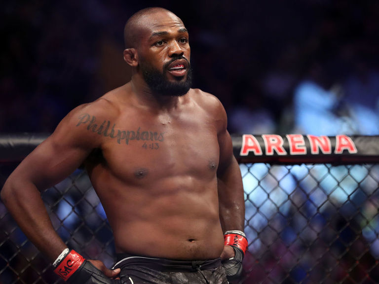 Jon Jones charged with battery, accused of putting waitress in chokeho
