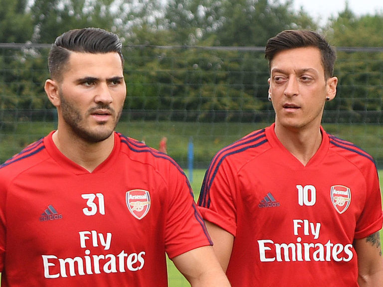 Man pleads guilty to attempting to rob Ozil, Kolasinac