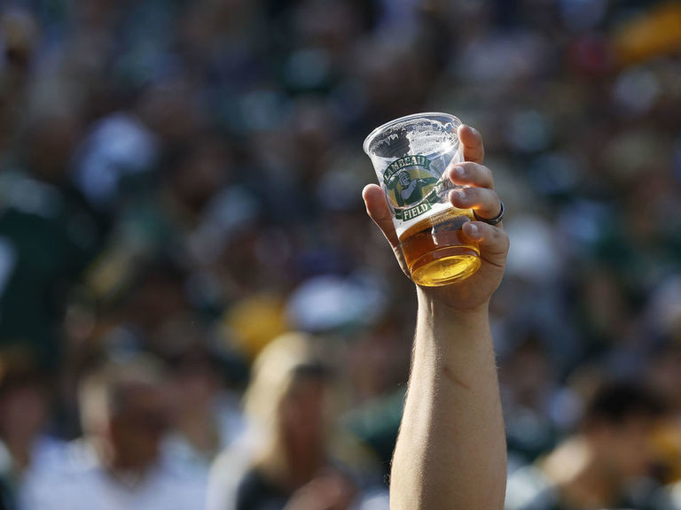 Rodgers suggests Packers cut beer prices to make fans louder