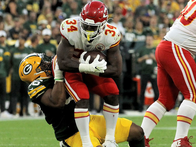 Report: Chiefs trade Carlos Hyde to Texans