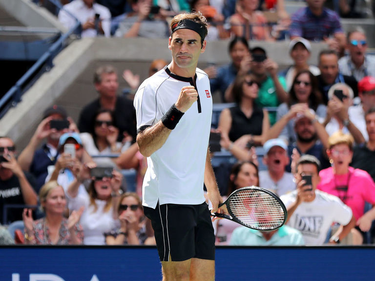 Federer outclasses Goffin in straight-sets victory