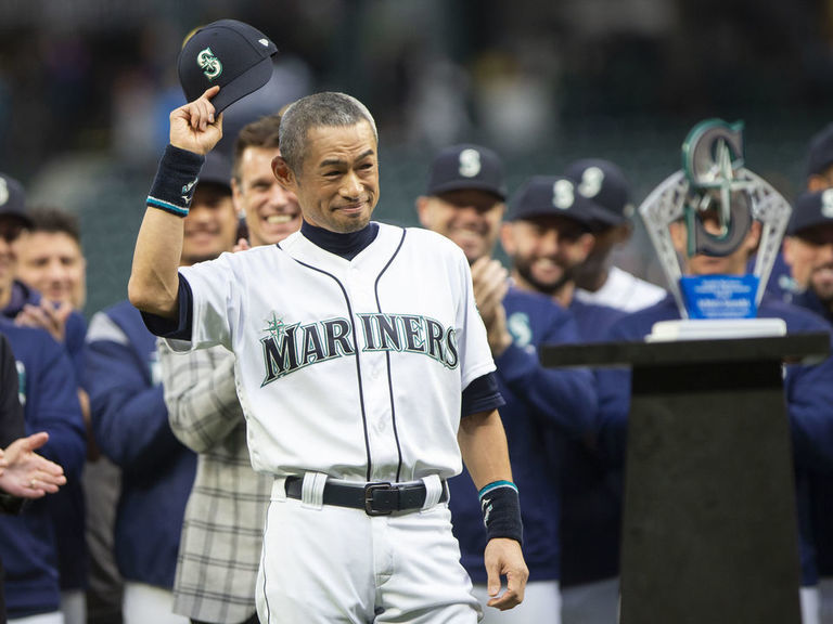 Watch: Ichiro delivers stirring speech after receiving honors from Mar