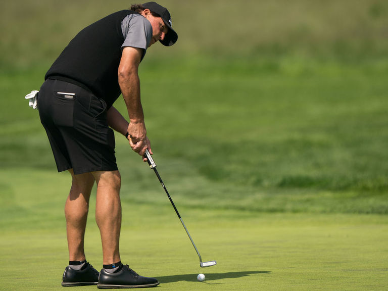 Mickelson hilariously offers Brady, Curry calf exercise tips