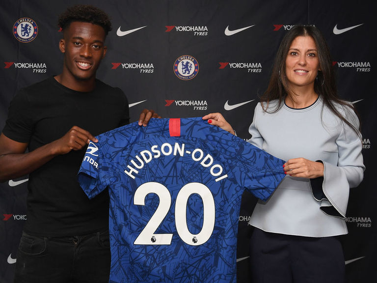 Hudson-Odoi signs new Chelsea contract until 2024