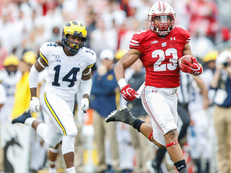 AP Poll: Wisconsin moves into top 10 after dominant win over Michigan