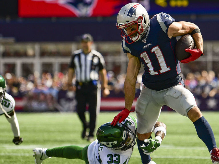 Patriots' Edelman suffers chest injury in win over Jets