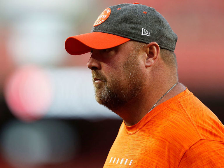 Browns' Kitchens takes blame for 4th-down run: 'It was a bad call'