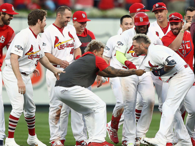 Cardinals' Molina walks off Braves to force Game 5