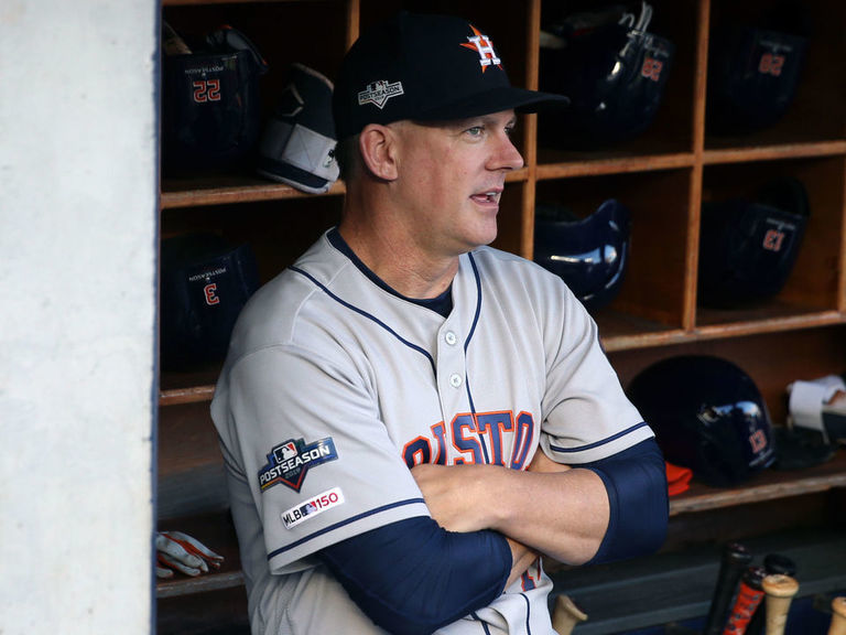 Astros' Hinch brushes off pitch-tipping chatter: 'It's kind of funny'