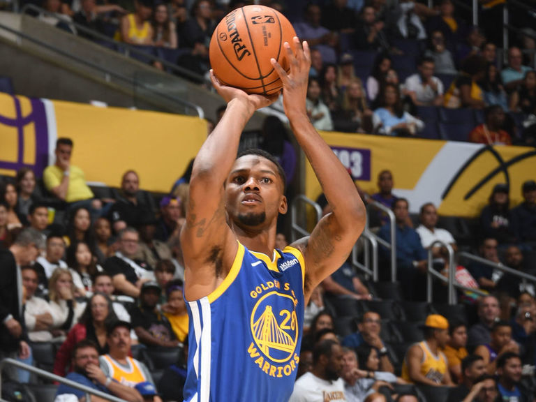 Report: Warriors waive McKinnie to clear roster spot for Chriss