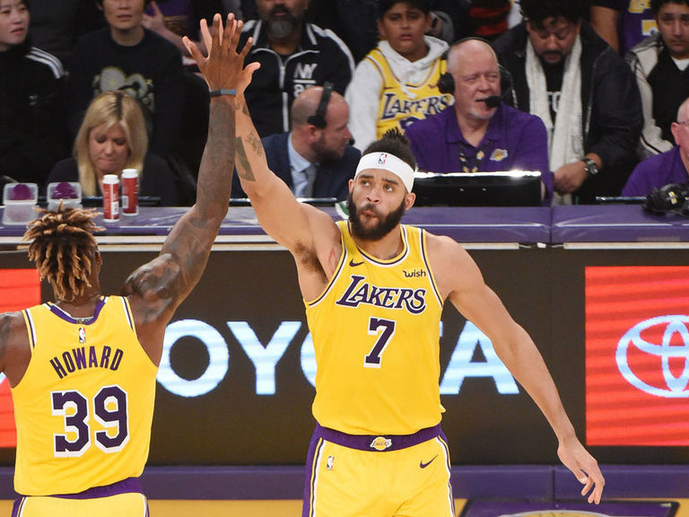 Lakers' Howard, McGee bonded over their beefs with Shaq