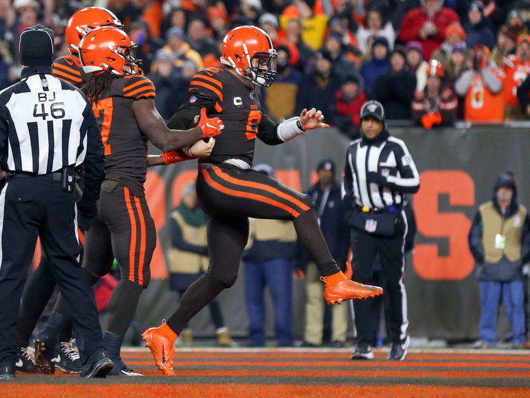 Browns force 4 INTs, grind out TNF win over Steelers