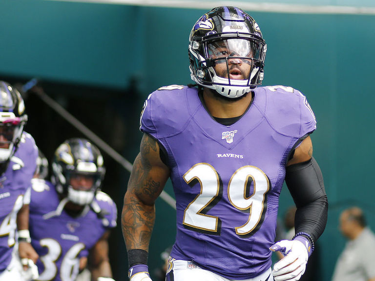 Fantasy podcast: Defenses to stash for playoffs, top waiver adds