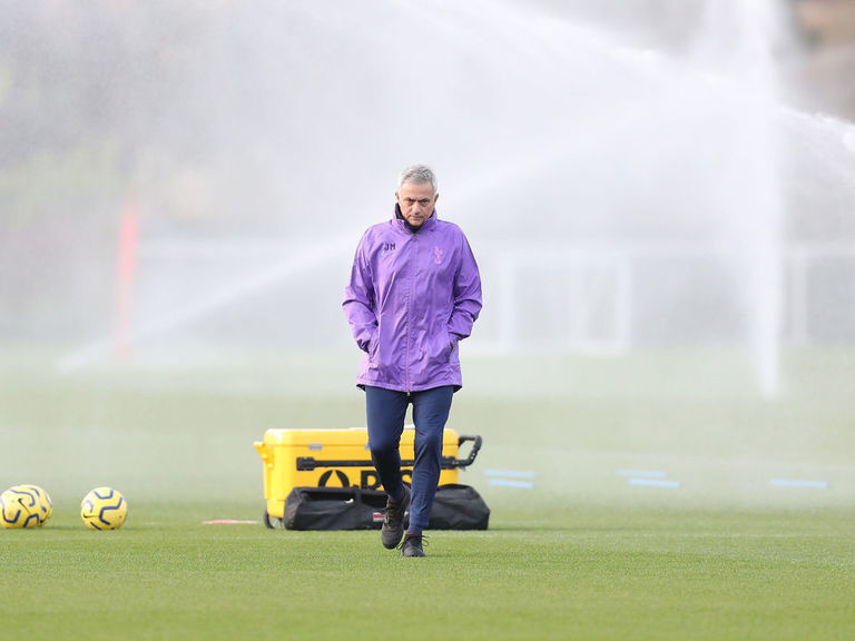 Look: Mourinho oversees 1st Spurs training session