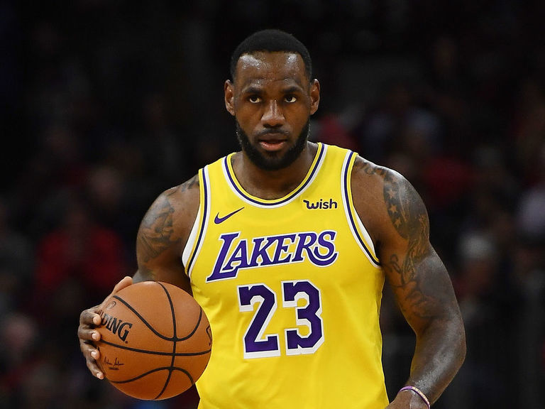 LeBron becomes 5th player to make 12K field goals