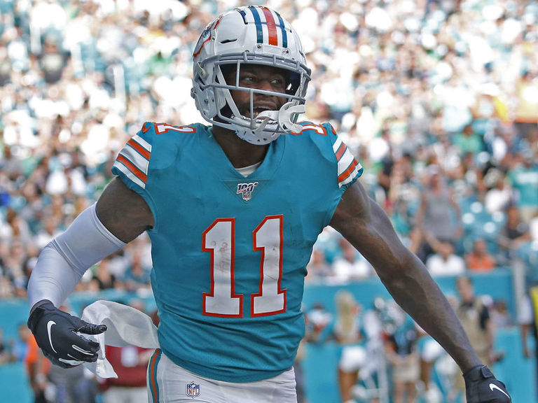 Dolphins sign Parker to 4-year extension