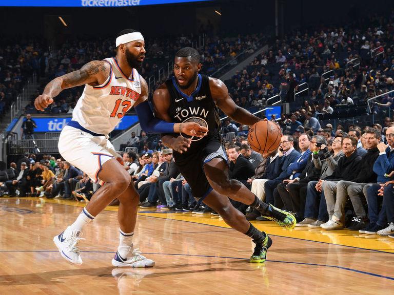 Knicks snap 10-game losing streak, eke out win over Warriors