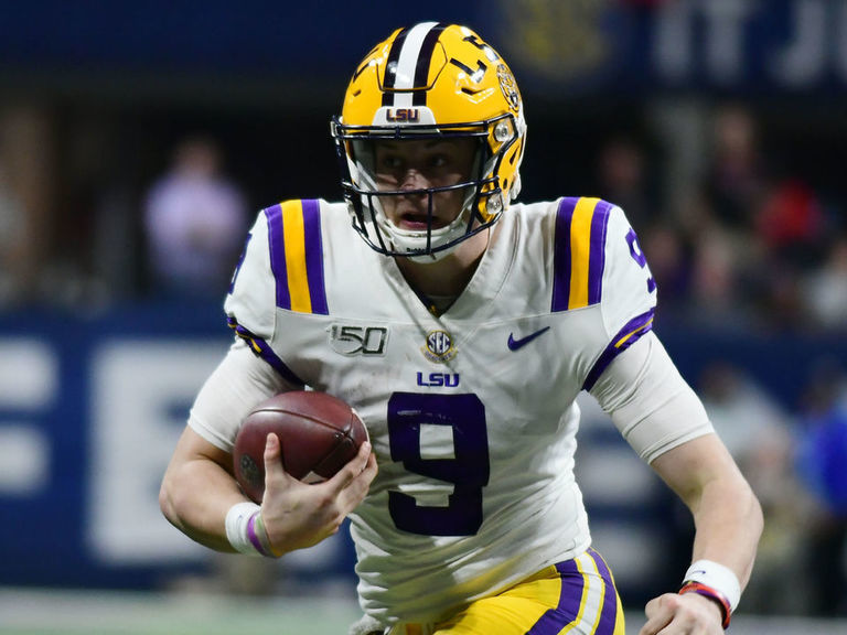 Winners from Thursday's College Football Awards
