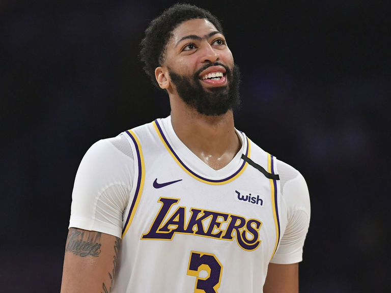 Lakers' Davis returns vs. Celtics after 5-game absence