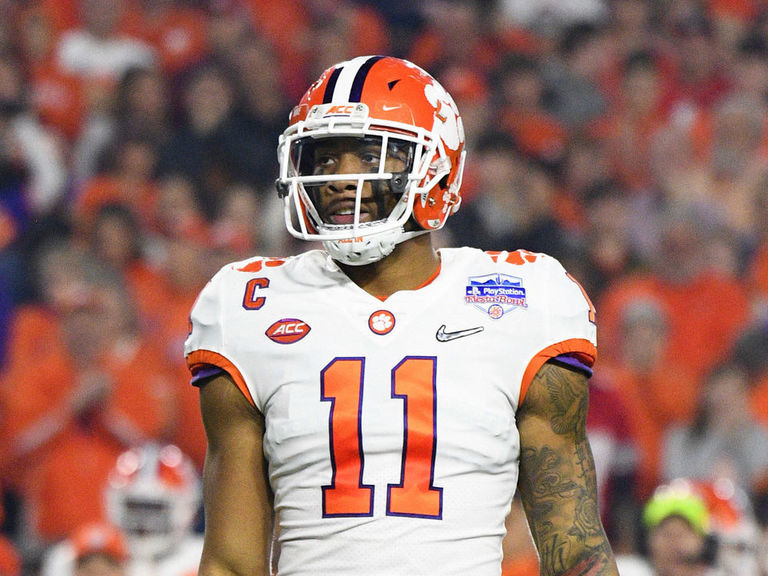 Clemson's Simmons declares for NFL draft