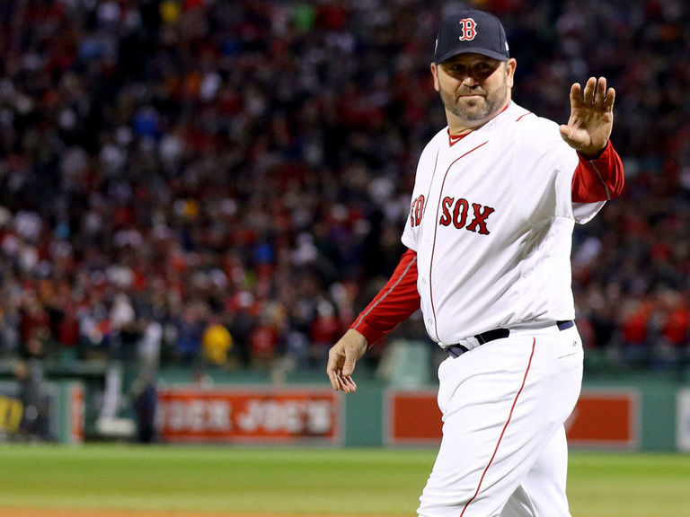 Red Sox fans chant for Varitek to be next manager